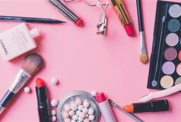 """深扒购物中心""""美妆经济""""2022年彩妆市场规模接近500亿元"""
