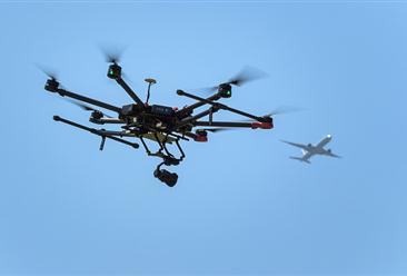 """首个""""无人机防御系统""""投入试运行 中国民用无人机前景如何?"""