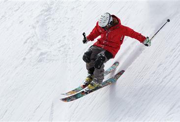 《关于促进全民健身和体育消费推动体育产业高质量发展的意见》印发 2022年冰雪产业总规模超8000亿(附政策全文)
