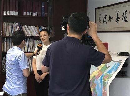 凤凰卫视《财智菁英汇》栏目组采访中商产业研究院研究顾问