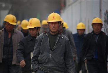 """人社部:努力实现至2020年农民工工资基本无拖欠目标  """"数""""说农民工就业及收入现状(图表)"""