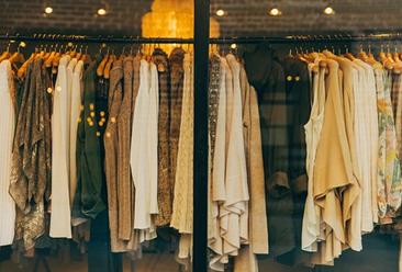 2020年服装行业产业链分析:纺织服装加工原材料供应区域相对集中