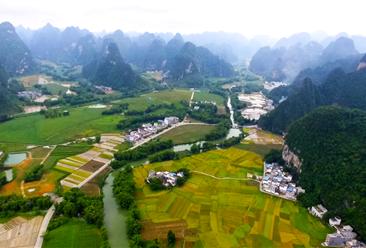 贵州旅游业收入突破万亿元  26个村庄入选第二批全国乡村旅游重点村(图)
